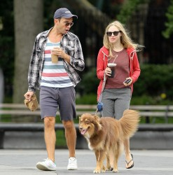 Amanda Seyfried Walking Her Dog In NYC September 18, 2012 HQ x 15