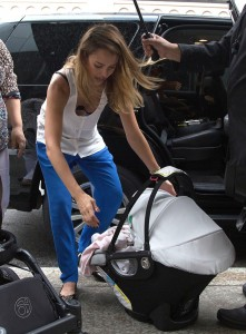 Jessica Alba - out and about *downblouse* candids in New York, October ...