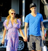 Paris Hilton - Out and about in Beverly Hills - 2012-10-13