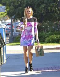 Stephanie Pratt @ Starbucks In Malibu October 17, 2012 HQ x 15