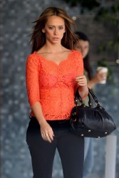 "3740cc220430806 Jennifer Love Hewitt   in L. A. on ""The Client List"" set   Nov. 11, 2012   22 HQ candids"