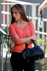 "581e87220430815 Jennifer Love Hewitt   in L. A. on ""The Client List"" set   Nov. 11, 2012   22 HQ candids"