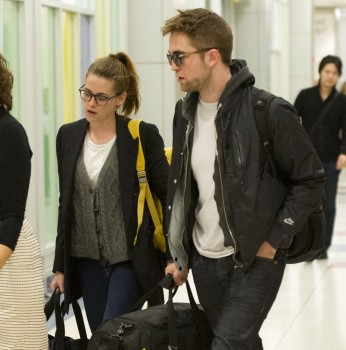Robsten - Imagenes/Videos de Paparazzi / Estudio/ Eventos etc. - Página 10 Be29e7222002439