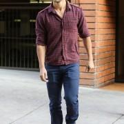 Taylor Lautner - Imagenes/Videos de Paparazzi / Estudio/ Eventos etc. - Página 38 E059bc224498578