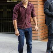 Taylor Lautner - Imagenes/Videos de Paparazzi / Estudio/ Eventos etc. - Página 38 E72ba0224499133