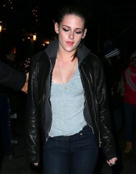 Kristen Stewart - Imagenes/Videos de Paparazzi / Estudio/ Eventos etc. - Página 31 Ad279b225749353