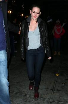 Kristen Stewart - Imagenes/Videos de Paparazzi / Estudio/ Eventos etc. - Página 31 Ce1e0f225749561