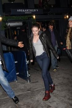 Kristen Stewart - Imagenes/Videos de Paparazzi / Estudio/ Eventos etc. - Página 31 Da32a0225748989