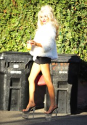 2a8963230122296 Courtney Stodden ~ Outside her home / Hollywood Hills, Jan 2 '13 candids
