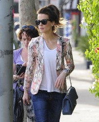 Kate Beckinsale - out shopping on Melrose Ave in West Hollywood 1/22/13