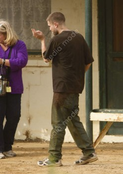 Imagenes videos en el set de The Rover 4f3077241532661