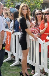 Maria Menounos - on the set of Extra in LA 3/4/13