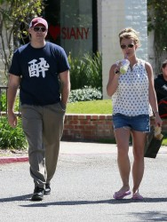 Britney Spears - Shopping in Calabasas 3/15/13