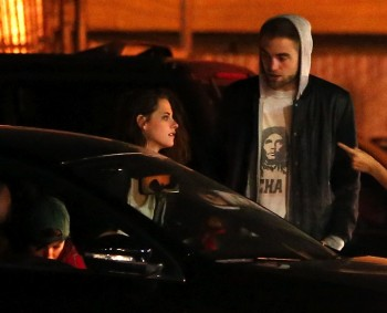 Robsten - Imagenes/Videos de Paparazzi / Estudio/ Eventos etc. - Página 10 Ae840b248201389