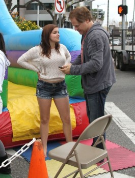 6296f3248933801 Ariel Winter   out and about candids at Farmer's Market in Studio City, April 14, 2013 candids