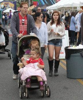 acf2cd248934046 Ariel Winter   out and about candids at Farmer's Market in Studio City, April 14, 2013 candids
