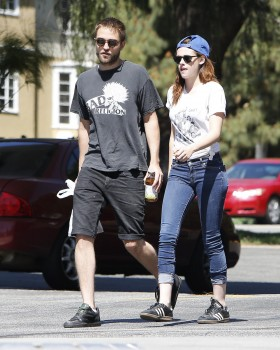 Robsten - Imagenes/Videos de Paparazzi / Estudio/ Eventos etc. - Página 10 C8e819249860121
