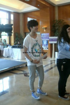 [PICS] 130629 NU'EST entrevista + mini show na Turquia (Turkey) 20fd2b263501356