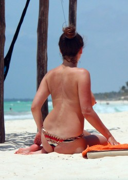 Kelly brook topless mexico
