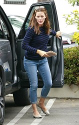 Jennifer Garner - out in Pacific Palisades 8/4/13