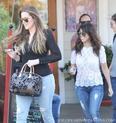 Khloe & Kourtney Kardashian - Having lunch in LA 8/6/13