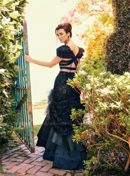 7a7cf7270172892 Cote de Pablo – Latina September 2013 photoshoots