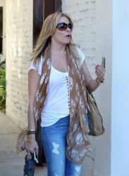 LeAnn Rimes - at a hair salon in LA 8/21/13