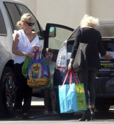 Sarah Michelle Gellar - at Trader Joe's in LA 10/10/13