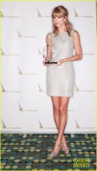 Taylor Swift - 2013 Songwriter/Artist of the Year in Nashville 10/13/13