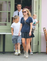 Reese Witherspoon - out in Santa Monica 10/19/13