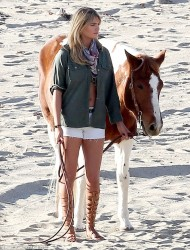 Kate Upton - Candids from Photoshoot at Malibu California, November 23 2013 x13MQs
