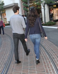 0759ae291663710 [High Quality] Jessica Lowndes   at The Grove in LA 11/26/13 high resolution candids