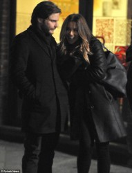 76c6c4291794145 [Low Quality] Kate Beckinsale   on the set of The Face of an Angel in Italy 11/28/13 high resolution candids