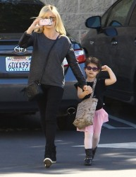 Sarah Michelle Gellar - out in LA 2/1/14