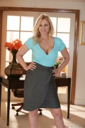 Julia Ann - Photoshoot (2/25/14) x39