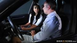 Gina Valentina (Driving The Babysitter Wild / 10660 / 06.06.17) [1080p]